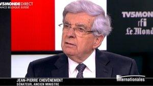 """""""M. Sarkozy a préparé un traité qui met la France à la merci des orientations de Mme Merkel"""""""