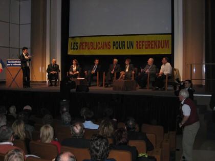 Les photos du rassemblement national pour un référendum sur le projet de «constitution européenne bis»